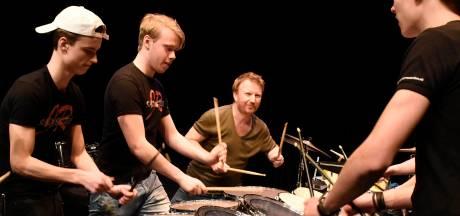 Talentvolle Woerdenaren krijgen les van 'drumprofessor' Olaf