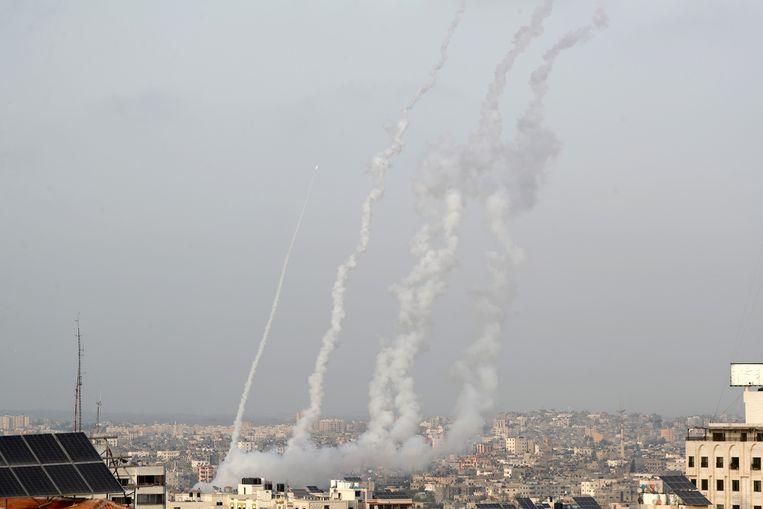 Raketten worden gelanceerd vanuit Gaza.  Beeld REUTERS