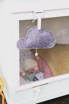 """Bébé a du mal à dormir? Laissez-le faire la sieste dehors """"même quand il pleut ou qu'il neige"""""""