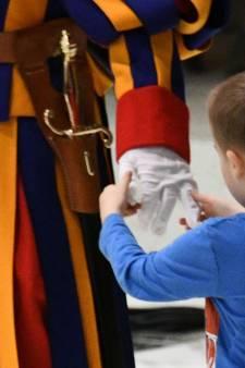 Ondeugend doof jongetje zet paus aan het denken: Ben ik zo vrij?