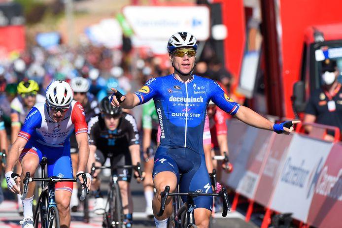 Fabio Jakobsen viert zijn derde ritzege in de Vuelta.