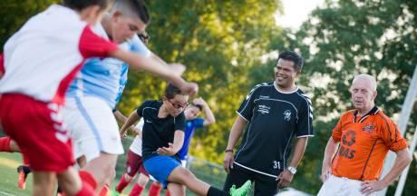 Oud-prof en 112-voudig zaalvoetbalinternational Hanky Leatemia trainer bij Spero