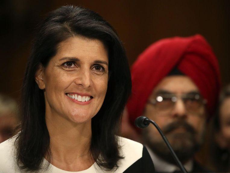 Nikki Haley, beoogd VN-ambassadeur, woensdag tijdens een hoorzitting in het Congres. Trump treedt vrijdag aan terwijl zijn kabinetsploeg nog niet is goedgekeurd door de Senaat en het Huis.  Beeld AFP