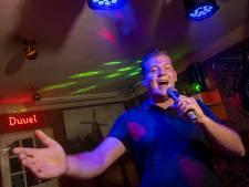 De zangcarrière van Jesse (21) uit Elburg in vier woorden: douche, kroeg, studio, debuutsingle