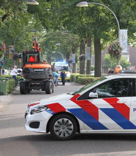 Ongeluk tussen fietser en graafmachine in Diepenheim, gewonde per traumaheli naar ziekenhuis