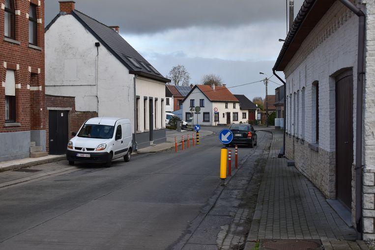 De gemeente plaatste al snelheidsremmende paaltjes in de Dries.