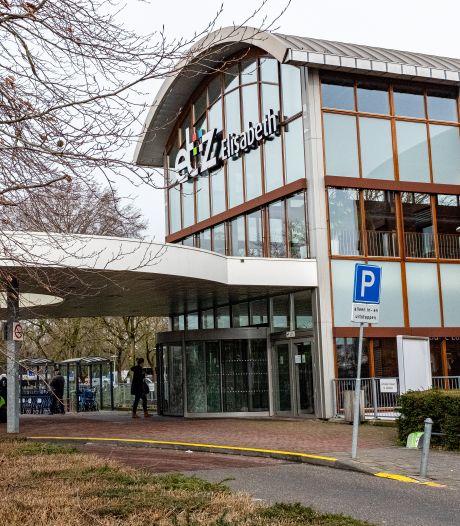 Driehonderd ziekenhuismedewerkers met klachten hebben zich in Tilburg op corona laten testen