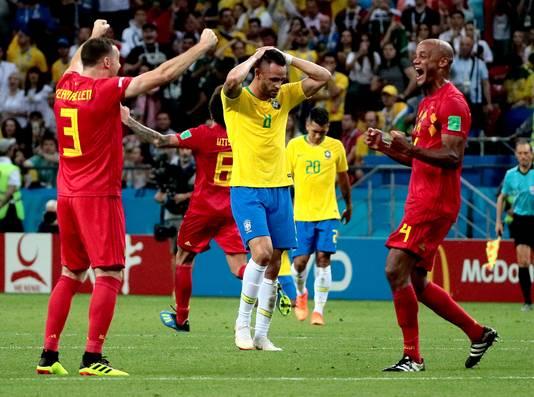 Thomas Vermaelen en Vincent Kompany vieren de winst op Brazilië.