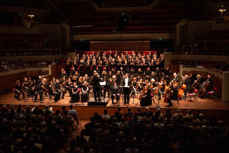 Het Groot Omroepkoor, Radio Filharmonisch Orkest en solisten tijdens het Stabat Mater van Rossini. Beeld Foto Anna van Kooij