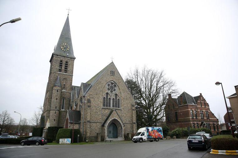 Er werd zopas beslist dat de Sint-Jozefkerk en de pastorie (rechts op de foto) geen commerciële functie mogen krijgen.