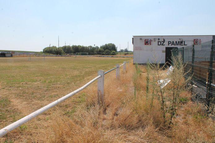 De terreinen van Denderzonen Pamel aan de Belle Alliance liggen er verlaten bij.