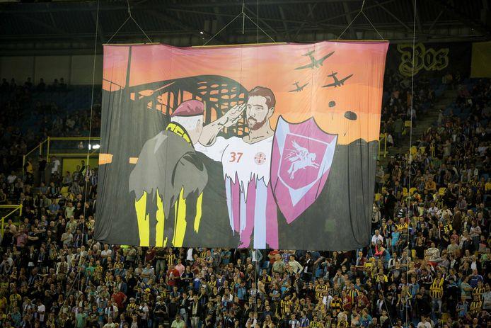 Een eerbetoon van de Vitesse-supporters aan de veteranen in GelreDome.