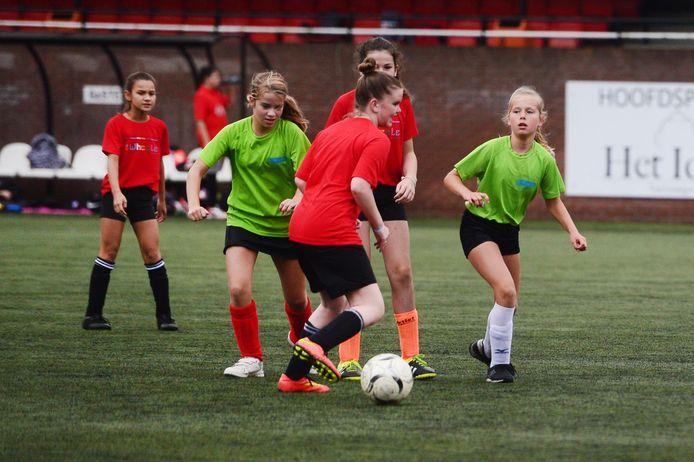 Sportdag voor Bornse basisscholen: eindelijk, het kan weer!