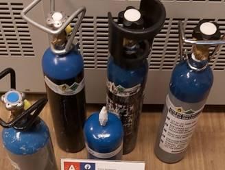 Recherche neemt 36 flessen lachgas en 1000 ballonnen in beslag