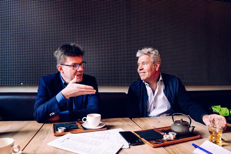 Gatz en Anciaux, beiden ex-ministers van Cultuur: 'Het is totaal onnodig dat men de culturele sector zo aanpakt, men wil die gewoon straffen omwille van zijn onafhankelijkheid.'   Beeld Stefaan Temmerman
