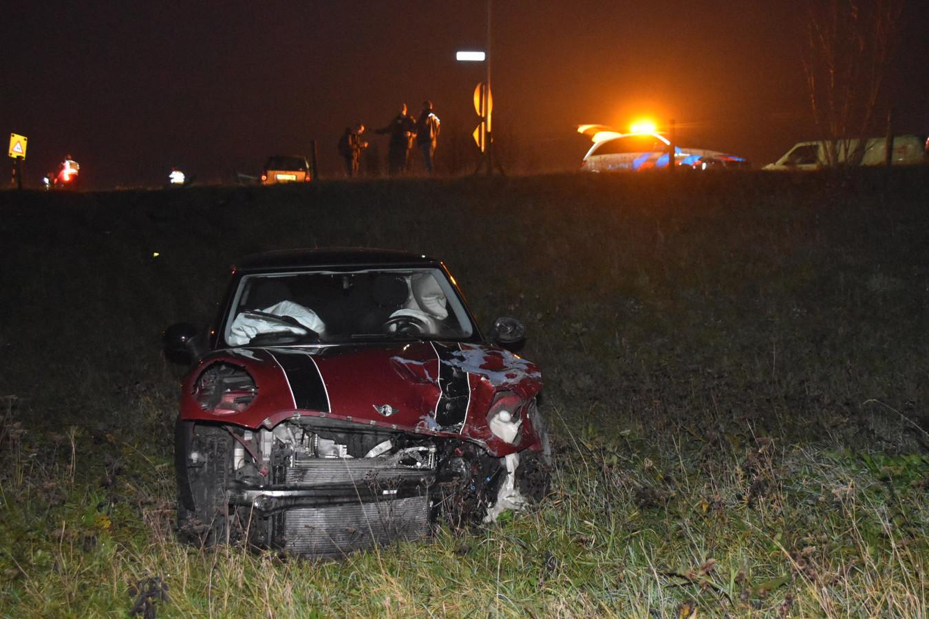 Beide auto's raakten zwaar beschadigd bij de botsing op de Van Heenstraweg.