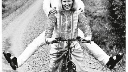 Met de fiets van India naar Zweden, voor de liefde. 6.000 km op een damesfiets van 7 dollar: alles voor deze vrouw