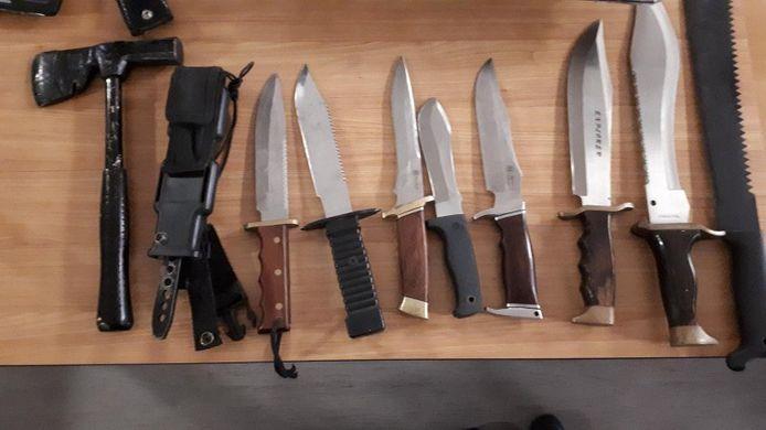 Foto ter illustratie: messen op het politiebureau