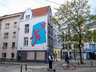 Kunstenaar in rolstoel maakt muurschildering van zes op zeven meter… met behulp van robot