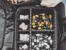 Agenten houden 'apotheek op wielen' aan en arresteren twee verdachten