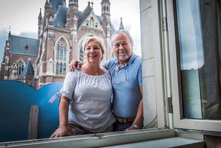 Carine Bekaert en Ali Ben Driss baten samen café/restaurant Merhaba uit, tegenover de basiliek van Dadizele.  Beeld Jonas Lampens