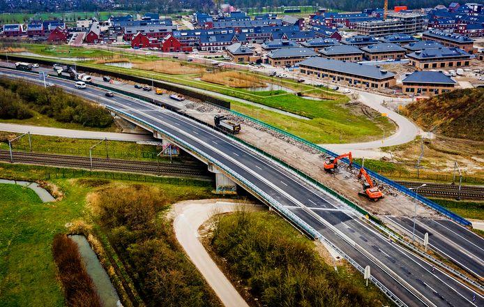 De werkzaamheden aan de N3 bij Dordrecht gezien vanuit de lucht.
