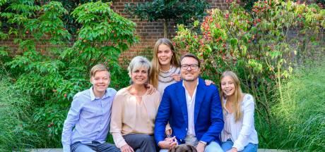 Prins Constantijn wordt 50 en viert dat met nieuwe familiekiekjes
