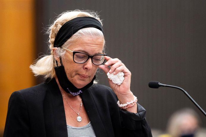 Patti Cosper, dochter van Patricia Murphy, die de verkrachting door DeAngelo overleefde.