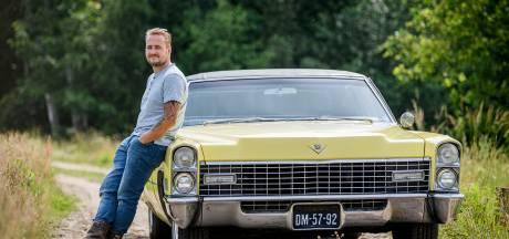 Tristan uit Hengevelde rijdt een gele Cadillac uit 1967: 'We gebruiken hem ook als boodschappenwagen'