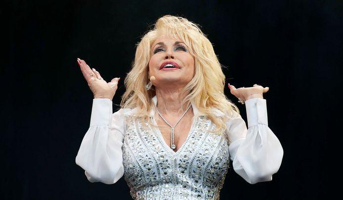 De Amerikaanse zangeres Dolly Parton tijdens het Glastonbury Festival in 2014.