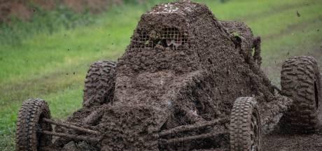 Regenachtig NK autocross wordt moddergevecht op wielen in Toldijk