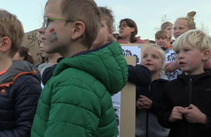 Ook kinderen waren bij het protest aanwezig.