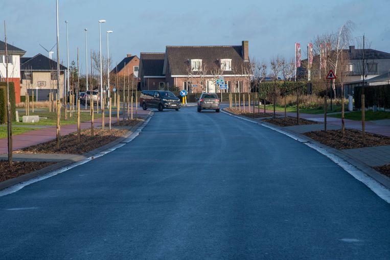 De Steentjesstraat, die meer weg heeft van een golfplaat, wordt opnieuw aangelegd.