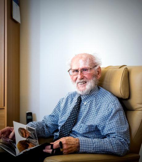 Arie (97) overleefde verschrikkingen in Kamp Amersfoort: 'Ik werd beschoten toen ik water wilde pakken'