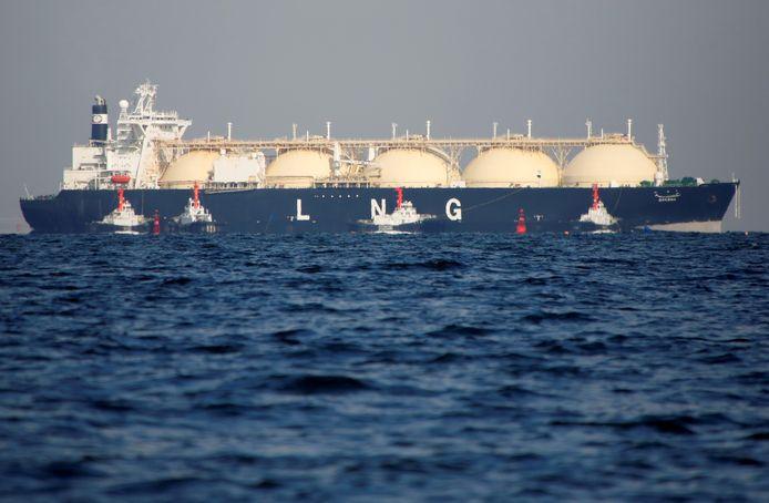 In enorme tankers als deze kan vloeibaar aardgas (LNG) worden vervoerd die aan land teruggebracht naar gasvorm kan worden verspreid via het aardgasleidingennet.