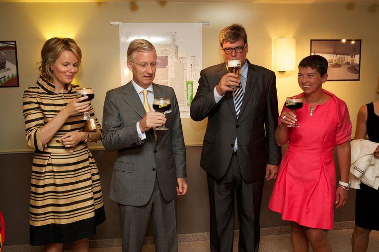 Brouwerij Van Honsebrouck heeft iets met het koningshuis. Zo bezochten Filip en Mathilde de brouwerij in 2013.