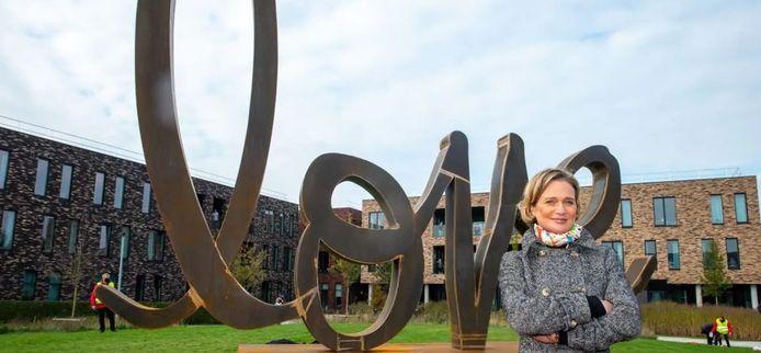 """La sculpture """"Ageless Love"""" de Delphine de Saxe-Cobourg a été dévoilée samedi dans la ville de Saint-Nicolas."""