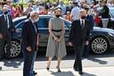 Koning Filip en koningin Mathilde vanmiddag bij aankomst in Verviers.