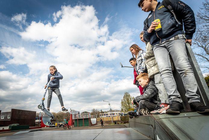 Wat meer aandacht voor de jongeren in Brouwhuis en Rijpelberg vanuit de gemeente zou een goede zaak zijn, zegt de beheerder van het (skatepark) Tienerhuis.