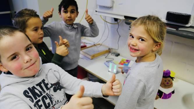 """Leerlingen Balgerhoeke meten luchtkwaliteit in klas: """"Rode lampjes? Dan moeten de ramen even open"""""""