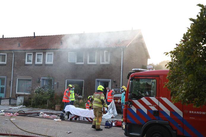 Door de brand is zeker één persoon gewond geraakt.