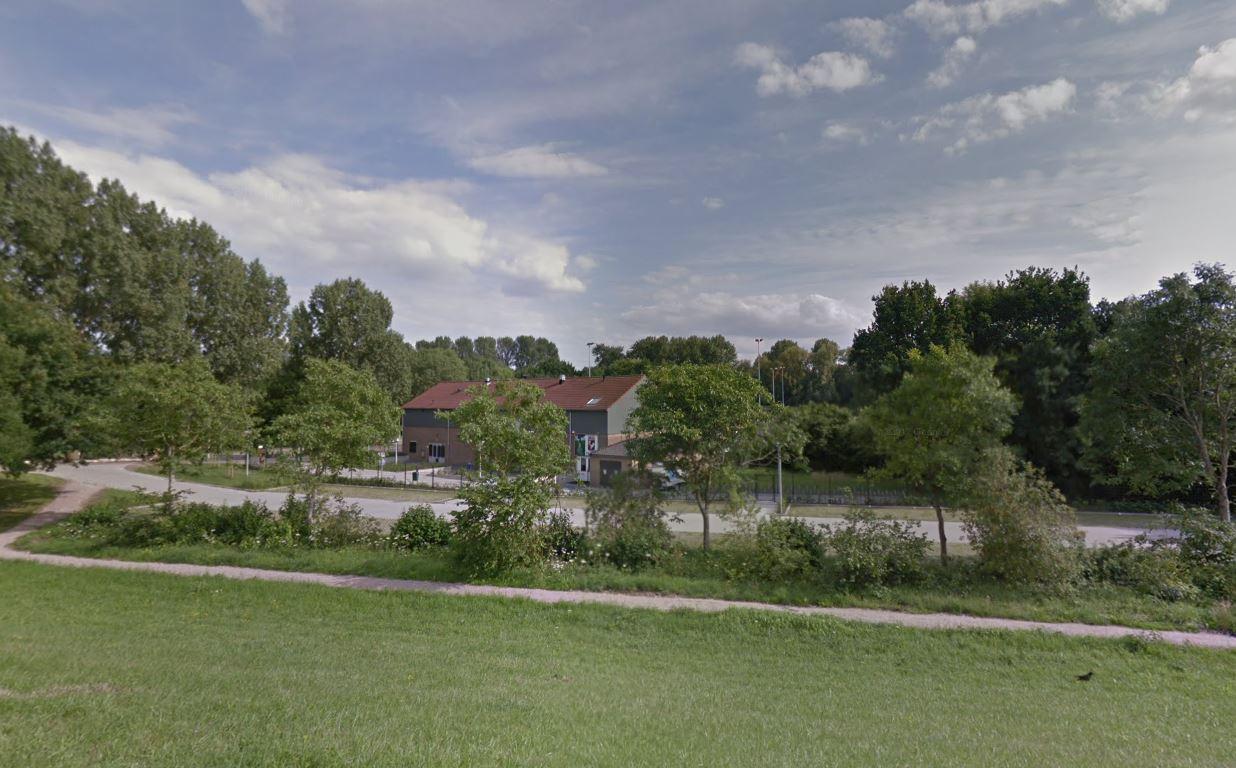 Het sportcomplex aan de Drielsedijk waar ook de bso ligt.