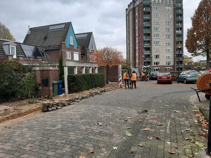 De uitrol van glasvezel in Woudhuis is in volle gang.