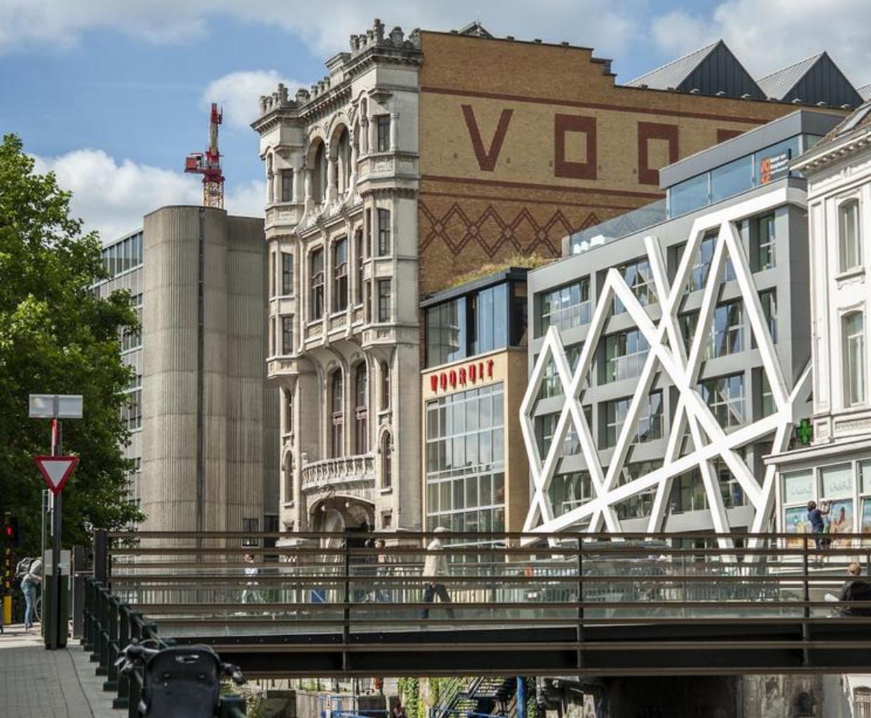 De achtergevel van Kunstencentrum Vooruit, die uitkijkt op het water. Beeld Stad Gent