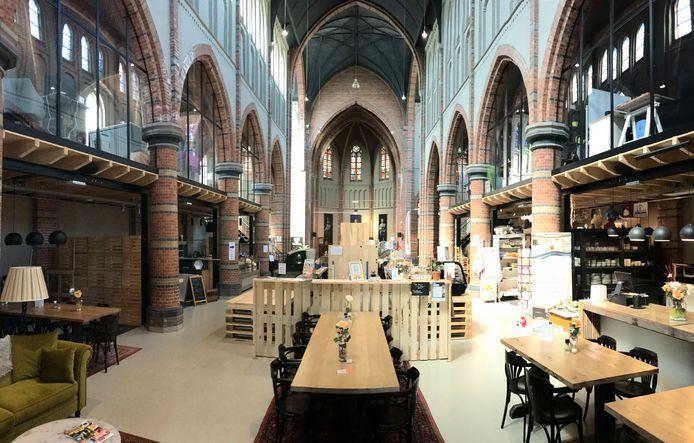 In de Cuyperskerk in Sas van Gent is nu een versmarkt, restaurant, bierbrouwerij en koffiebar gevestigd.