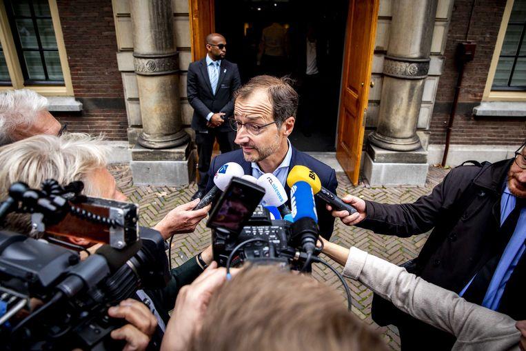 Minister Eric Wiebes van economische zaken geeft een reactie op het nieuws dat het kabinet al in 2022 wil stoppen met de gaswinning in Groningen. Beeld ANP