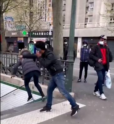 La scène a eu lieu près de la station de métro La Chapelle, à Paris