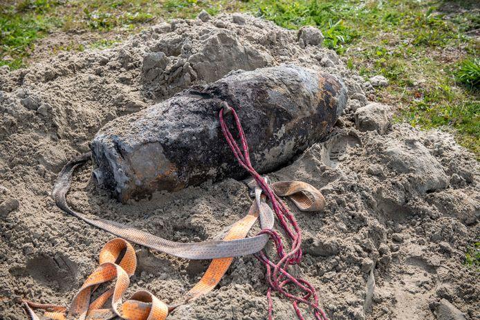 In het nabijgelegen Waterdunen werd in 2019 ook al een Engelse vliegtuigbom gevonden.