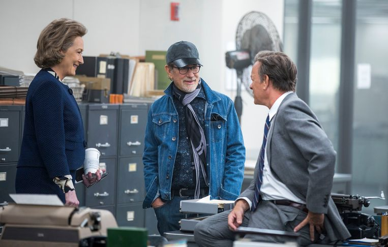 Meryl Streep en Tom Hanks met regisseur Steven Spielberg tijdens de opnames van 'The Post'.