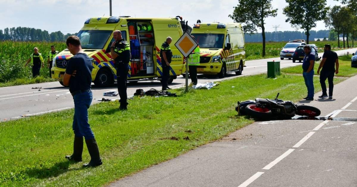 Motorrijder zwaargewond bij ongeluk in Angerlo; weg afgesloten voor verkeer.